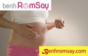 Mẹ bầu cũng rất dễ bị rôm sảy bởi chế độ ăn và nội tiết trong cơ thể thay đổi - Rôm sảy khi mang thai