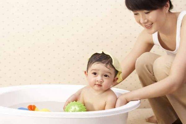 Trị rôm sảy cho bé – Những điều mẹ nên và không nên làm