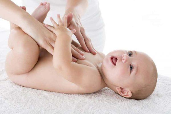 Khi chọn kem chữa trị rôm sảy cho trẻ, mẹ nên chọn dòng sản phẩm có nhãn hiệu, nguồn gốc rõ ràng